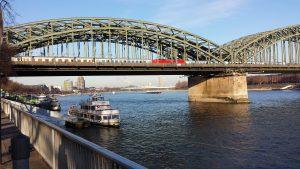 Drachenwolke in Köln am Rhein