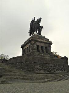 Kaiser Wilhelm Denkmal Standbild am Rhein bei Drachenwolke Geschichten