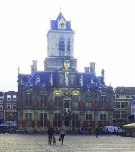 Rathaus Delft am Rhein Schie Kanal
