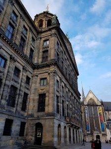 Königlicher Palast mit Neue Kirche Amsterdam bei Geschichten und Sagen von der Drachenwolke