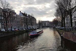 Rundfahrtboot Amsterdam bei Geschichten und Sagen von der Drachenwolke