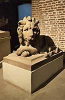 Lachende und freundliche Löwe auf Schloss Benrath bei Düsseldorf