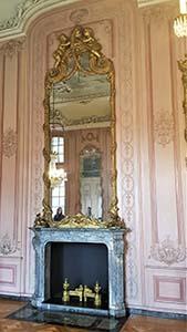 Spiegel mit Kamin auf Schloss Benrath bei Düsseldorf