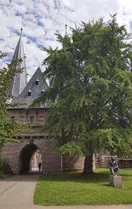 Cellebroederspoort , eines der drei Stadttore von Kampen