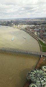 Aussicht auf den Rhein vom Rheinturm aus