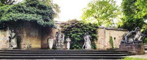 Sage Speyer - Plastik Salischen Kaiser im Domgarten von Speyer