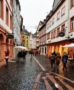 Fusssgängerzone Mainz bei Drachenwolke Geschichte und Sagen & Legenden vom Rhein