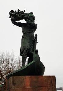 Hagenstandbild in der Nibelungen Stadt Worms bei Drachenwolke Geschichten und Sagen Legenden und Infos rund um den Rhein
