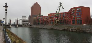 Alte Hafenkräne im Rhein Innenhafen in Duisburg
