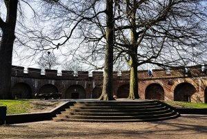 Innenhof Burcht in Leiden am Rhein bei Drachenwolke Geschichten