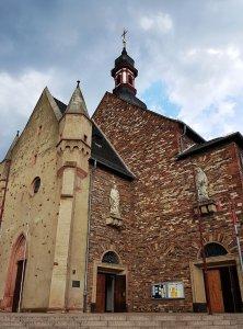 Kirche in Rüdesheim am Rhein bei Drachenwolke Geschichten