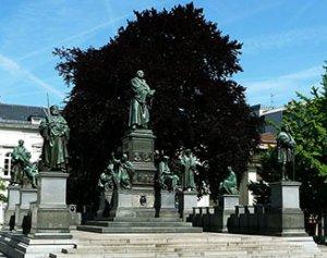 Lutherdenkmal in der Nibelungen Stadt Worms bei Drachenwolke Geschichten