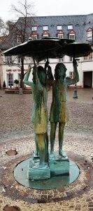 Mädchenbrunnen Mainz bei Drachenwolke Geschichten und Legenden & Sagen vom Rhein