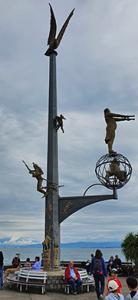 Magische Säule auf der Hafenmole in Meersburg am Bodensee