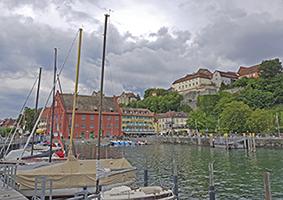 Hafen mit Stadtansicht Meersburg von der Magischen Säule aus