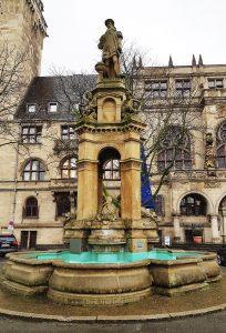 Mercator Brunnen vor dem Rathaus in Duisburg am Rhein