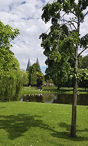 Park mit Stadttor von Kampen