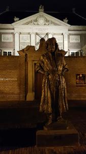 Rembrandt vor de Lakenhal in Leiden