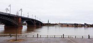 Theodor-Heuss-Brücke Mainz Wiesbaden bei Drachenwolke Geschichten und Sagen und Legenden rund um den Rhein