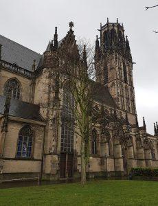Salvator kirche in Duisburg beim Innenhafen und dem Rhein