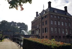 Vorderansicht Schloss Amerongen bei Drachenwolke Geschichten und Infos rund um den Rhein