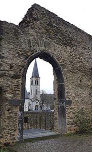 Sehenswürdigkeiten Boppard , die römische Stadtmauer mit der Christuskirch