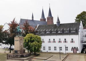 Kurfürst Friedrich Wilhelm Denkmal mit Marstall