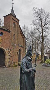 Standbild von Friedrich III von Saarwerden mit Rheinturm